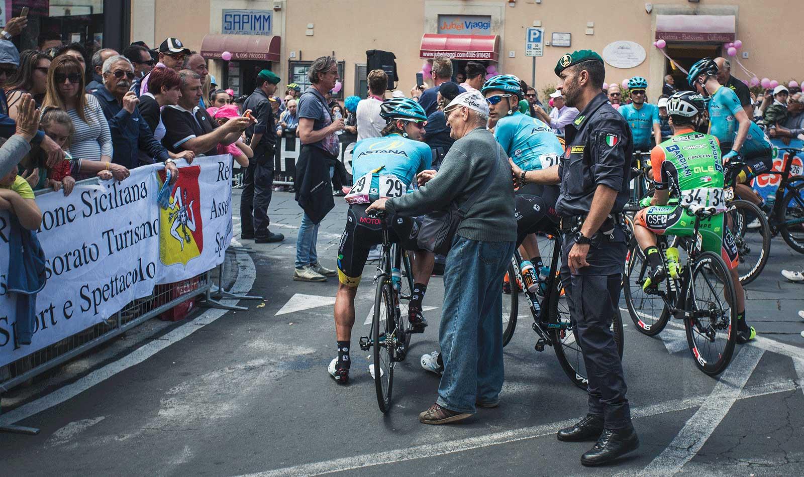 Older-man-greets-his-favorite-ride-at-the-Giro-d'Italia