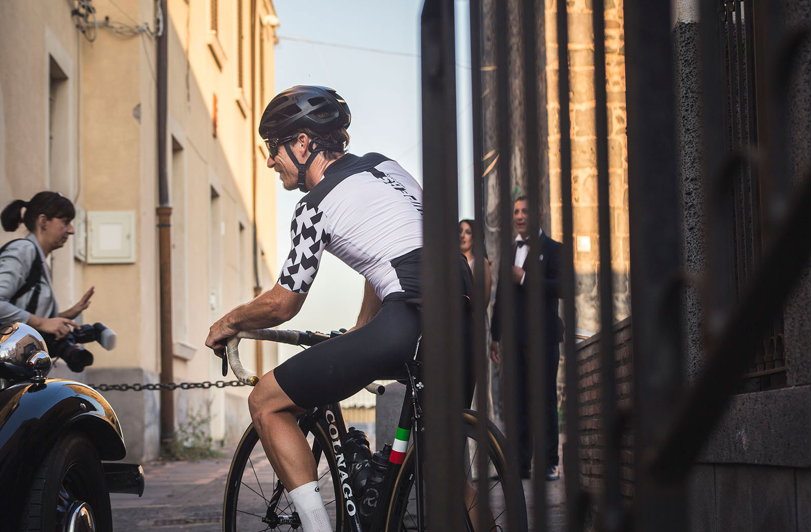 Blackroadcycling.com shows the Assos apparel in front of a wedding in Sicily