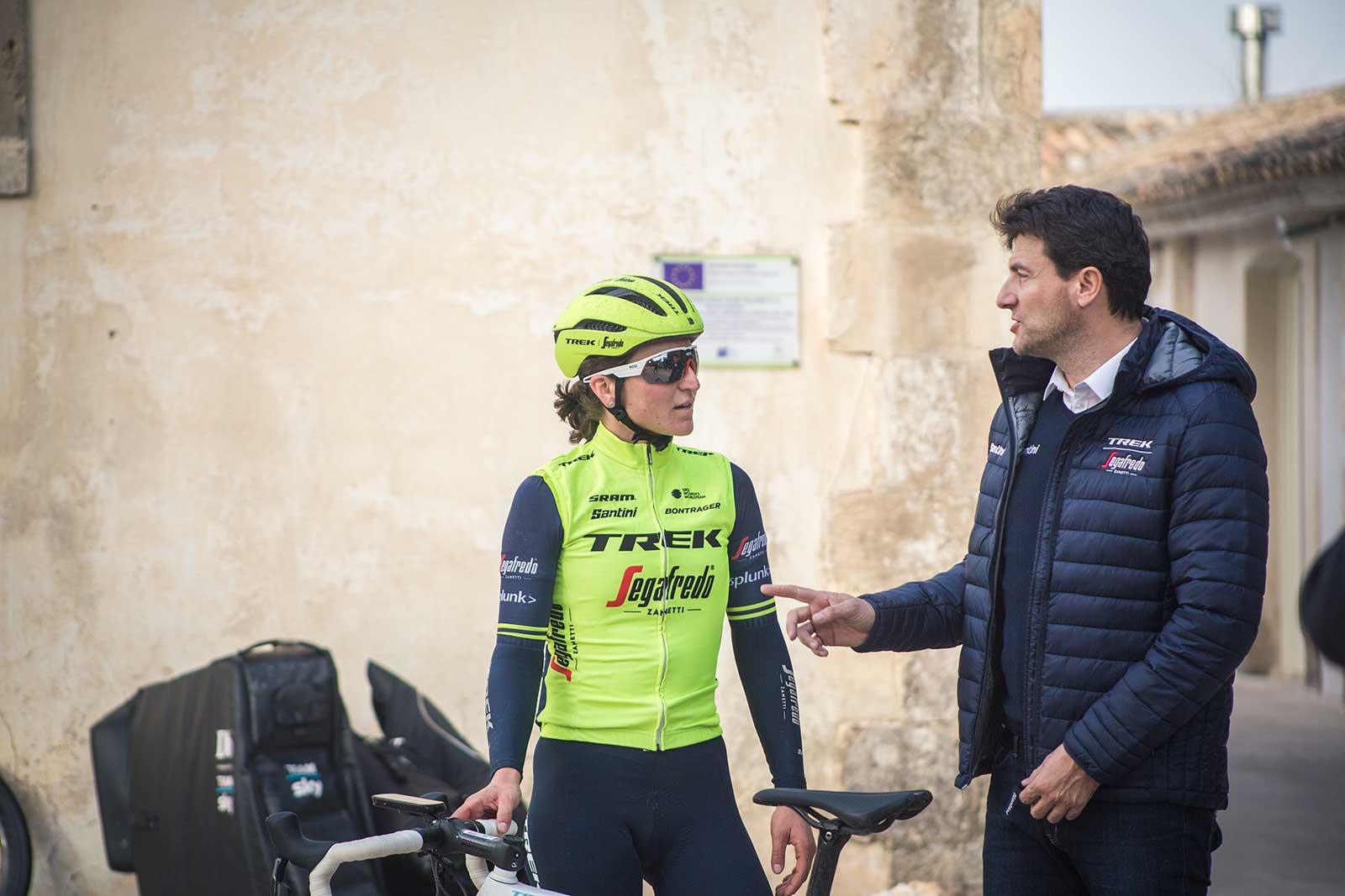 Luca-Guercilena-talking-to-Elisa-Longo-Borghini