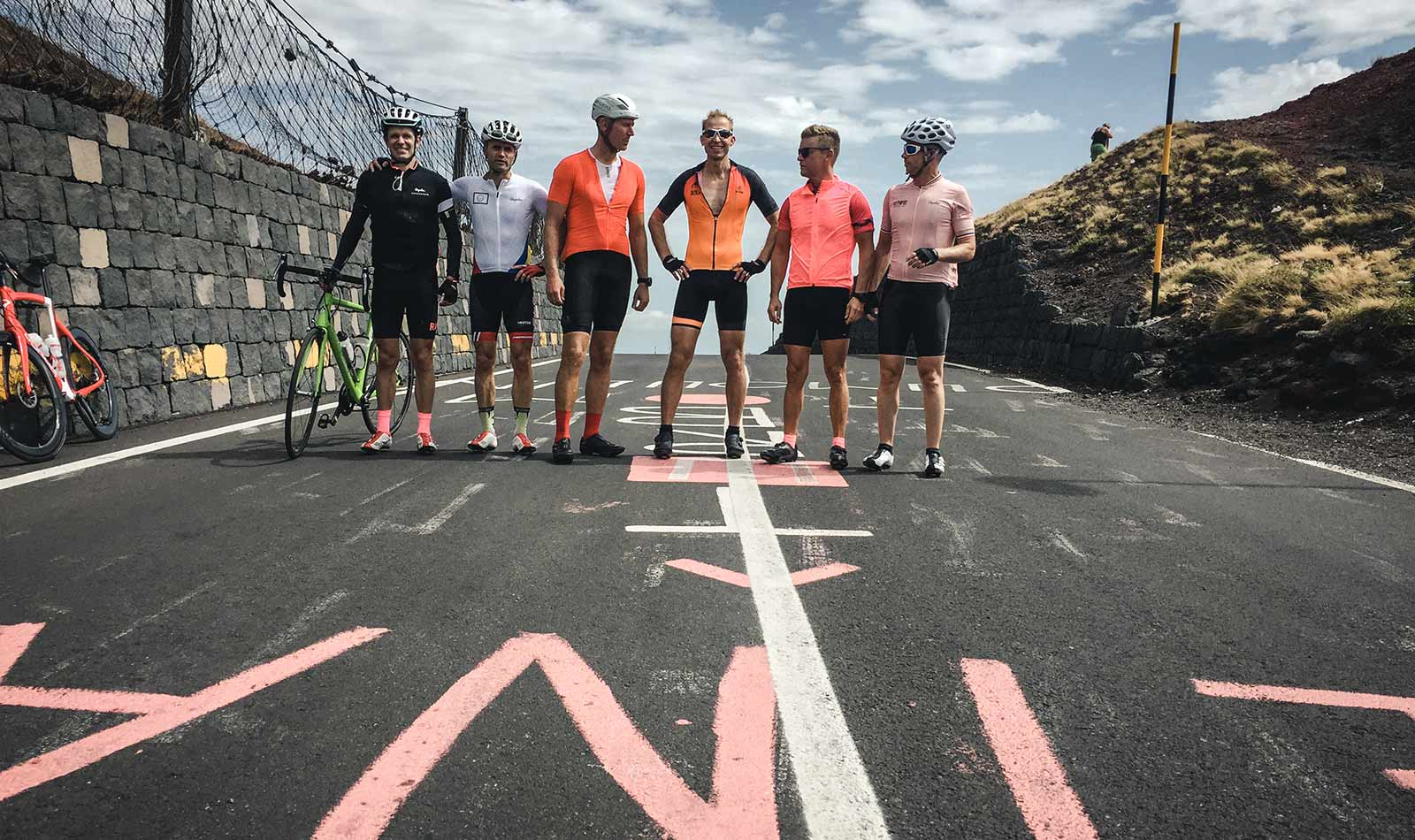 6-doctors-riding-to-the-top-of-Etna