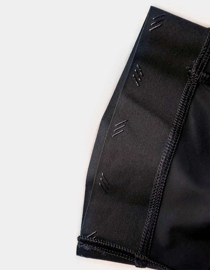 leg-detail-of-cafe-du-cyclist-bib-shorts