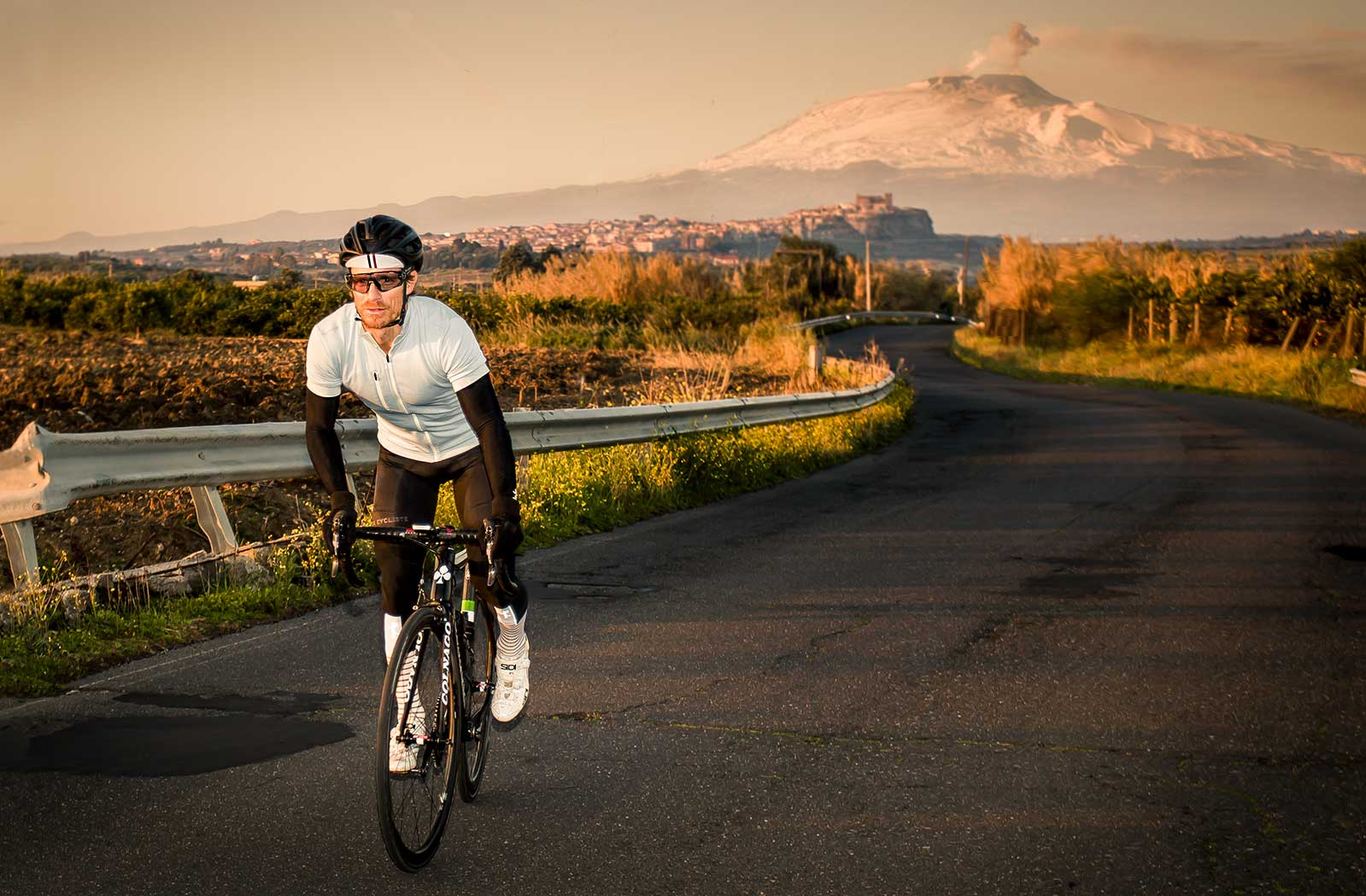riding-in-sunset-sicily-with-cafe-du-cycliste