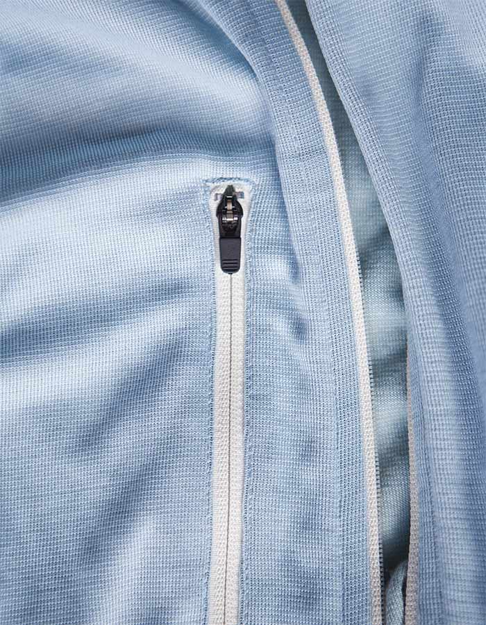 Zipper-detail-on-cafe-du-cycliste-jersey