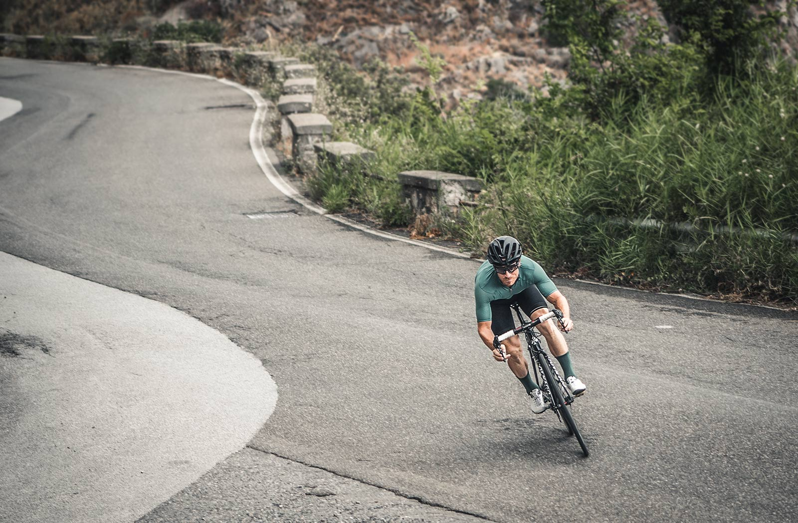 Black-road-in-isadore-racing-down-the-mountain-in-sicily