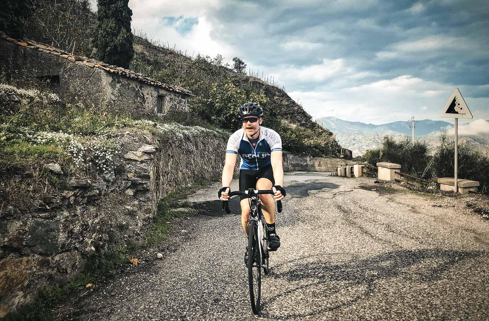 Rider-arriving-to-Roccafiorita