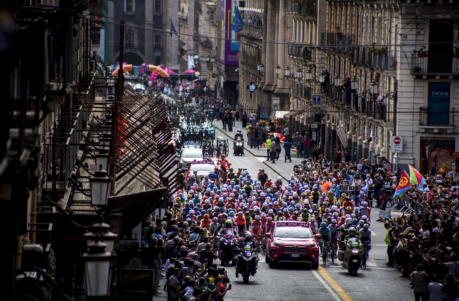 Giro d'italia in catania from the front 1600×1050