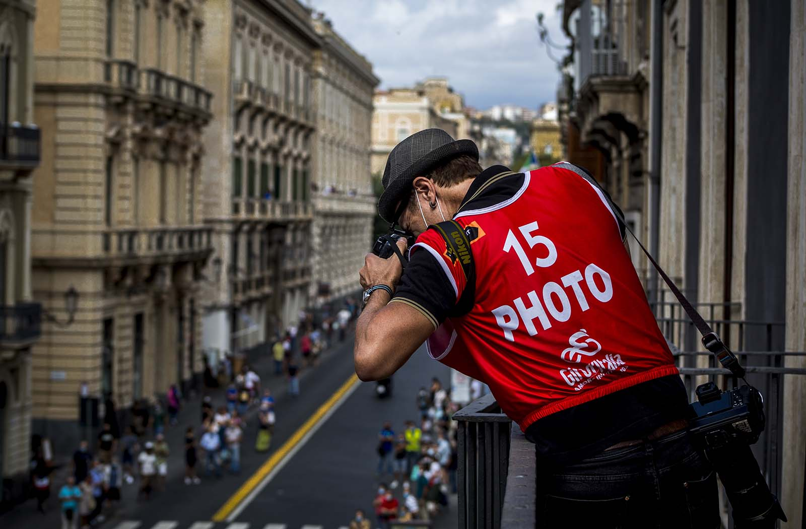 James Startt shoting the Giro d'Italia in Catania, Sicily